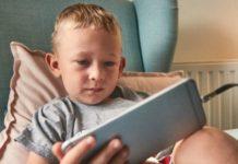 A che età dovrebbe essere dato ai bambini il loro primo telefono cellulare