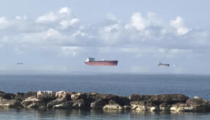 """Navi e isole che """"volano"""": l'effetto ottico c'è ed ha anche un nome"""