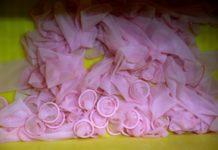 Condom Challenge, cosa è e perché è pericolosa per gli adolescenti
