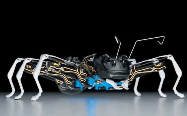 Quattro animali trasformati in un robot (video)