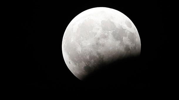 Eclissi lunare totale il 27 luglio 2018 e sarà la più lunga di questo secolo