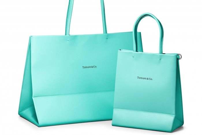 Borse Tiffany.La Shopping Bag Di Tiffany Co Diventa Una Borsa Di Pelle